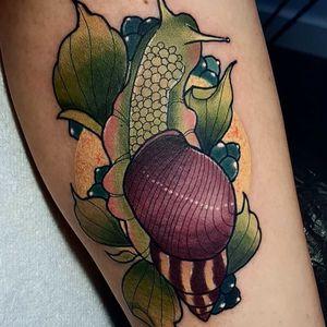 Tattoo by Hanah Elizabeth #HanahElizabeth #snailtattoos #snailtattoo #snail #animal #nature #neotraditonal #berries #color #plant