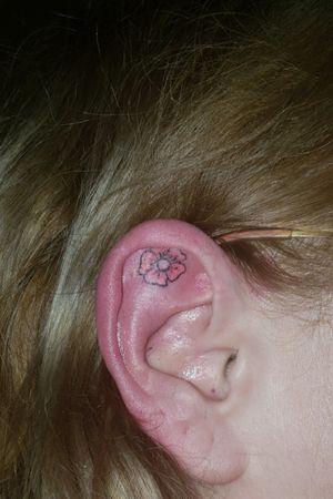 #microtattoo #tinytattoo #eartattoo #ear #flowertattoo #flower #pinkflower #percing Will come