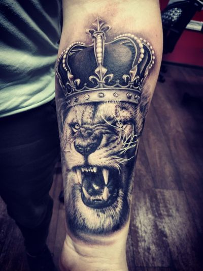 #lion #king #lionking #lionkingtattoo #crown #crowntattoo #tattoo #tattoovilnius #Tattoodo