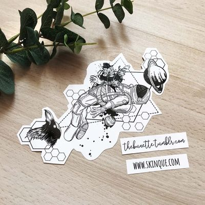 It's only an illusion. More designs: www.skinque.com or follow me on Instagram for new designs! @thebunettedesigns #blackwork #black #blackandgrey #astronaut #spaceman #hexagon #pattern #planet #geometric #abstract #delicate #elegant #beautiful #geometry #raven #bird #rose #flower #flowers #trashpolka
