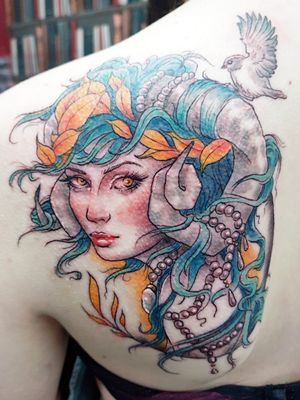#neotraditional #neotraditionaltattoo #ladyheadtattoo #bluehair #birdtattoo #horns