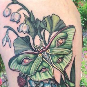 Luna moth #moth #lunamoth #thirdeye #psychedelic #floraltattoo#flower #flowertattoo #newschool #lowbrow #popsurrealism #occult #esoteric