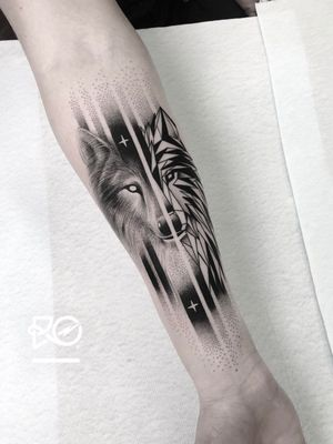 By RO. Robert Pavez • Real & Geometric Wolf 🐺 • Done in studio ZOI TATTOO • Stockholm 🇸🇪 2018 #engraving #dotwork #etching #dot #linework #geometric #ro #blackwork #blackworktattoo #blackandgrey #black #tattoo #fineline