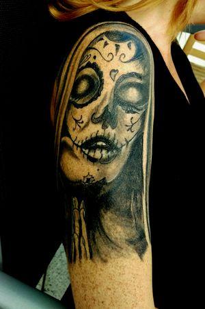 #repost #completthealed#tattoo #tattoos #tattooedgirl #tattooartist #followme #follower #follow #cheyene #black#follower #nonne #beten #kosmisch #lacatrina #blackandgrey #oberarm #germantattooers#solingen