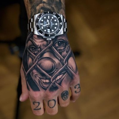 Tattoo by Giove #Giove #giovecsttattoos #clowntattoos #clown #funnytattoo #funny #humor #lol #joker #blackandgrey #chicano #payaso #handtattoo #hand
