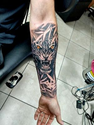 Tigre entre hojas #tiger #tigre #blackandgreytattoo #blackandgrey #tattoo #tats #tatuaje #tatuagi #bambu #leafs #cordoba