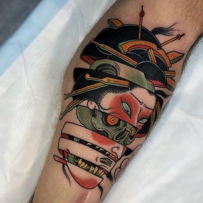Tattoo by Stu Pagdin #StuPagdin #splitfacetattoos #portrait #surreal #strange #face #geisha #skull #death #color #Japanese #neojapanese