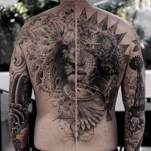 Tattoo by Balazs Bercsenyi #balazsbercsenyi #splitfacetattoos #portrait #surreal #strange #face #blackandgrey #lion #fractals #shapes #animals #nature #floral #flowers
