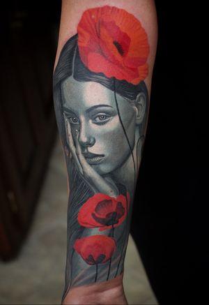 Woman portrait with poppy flowers