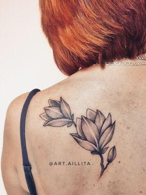 #tattoo #tatted #flowerstattoo #tatts #tats #Magnolia #magnoliatattoo #aillitatattoo #whipshading #lineworktattoo