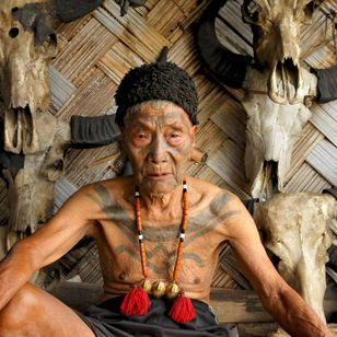 90-year-old Nokging Wangnao is one of the last tattooed Konyak Naga warriors of Hungphoi village, Nagaland. INDIA. Photo: © Lars Krutak 2018 #LarsKrutak #tattoohistory #tattooculture #tattooanthropologist