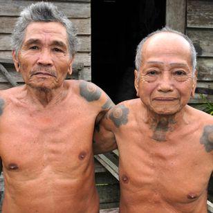 Ulin and Dunggao, two Iban friends of Emperan longhouse, Sarawak. MALAYSIA. Photo: © Lars Krutak 2011. #LarsKrutak #tattoohistory #tattooculture #tattooanthropologist