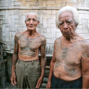 Kalinga warriors Lakay Maymayao Sagangab and war leader Jaime Alos of Dananao village. PHILIPPINES. Photo: © Lars Krutak 2008 #LarsKrutak #tattoohistory #tattooculture #tattooanthropologist