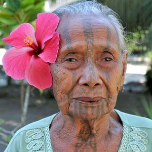 Kila Pala Rupa, the last fully tattooed Hula woman of Babaka village. PAPUA NEW GUINEA. Photo: © Lars Krutak 2012. #LarsKrutak #tattoohistory #tattooculture #tattooanthropologist