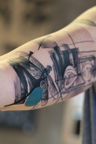 "#dragonfly #hourglass _____ ""die Leichtigkeit des Seins."" _____ #abstracttattoo #freemind #expression #abseitstattoo #europe #germany #bodyart #custom #ink #artsy #tattoos #artwork #tattoodesign with #love for #art #tbt #tattrx #mondaymotivation #tattoodo #inkedmag"