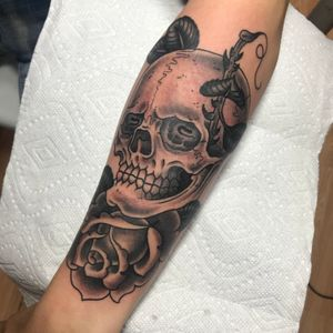 Skull and rose #skull #rose #traditional #traditionaltattoo #blackandgrey