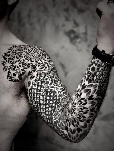 Guillaume sleeve. #Noksi #noksitattoo #sacredgeometrytattoo #geometrictattoo #patterntattoo #blackwork #dotwork #dotworktattoo #ornamental #blackworktattoo #ornamentaltattoo #bordeaux #frenchie #frenchtattoo