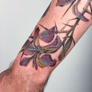 Tattoo by Le Lu aka 54.43_20.30 #LeLu #54.43_20.30 #besttattoos #best #color #flower #floral #thorns #plant #nature #watercolor #dotwork