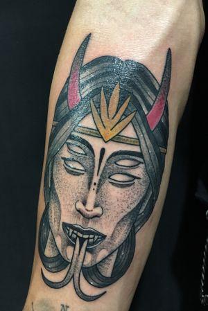 Mujer demoníaca