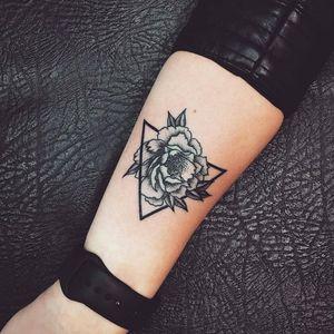 #flower #flowers #flowertattoo #geometry #geometric #geometrictattoo