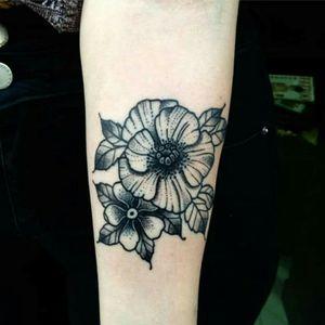 #flowertattoo #flower #blackandgreytattoo #blacktattoos #blacktattooart #blacktattoo #armtattoo #tattoed #Tattoodo