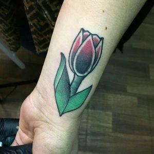 #Tulipan #tulip #traditionaltattoo #traditionaltattoos #flowertattoo #flower #tattedup #tatted #Tattoodo #tattooartist