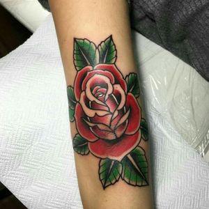 #traditionaltattoo #traditionaltattoos #rosetattoo #tattooartist #tattooaddict #tattooitaly #Tattoodo #tattooartistmagazine