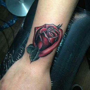 #rosetattoo #rosa #traditionaltattoos #traditionaltattoo #flowertattoo #tattooartist #Tattoodo #tattoocoverup #coveruptattoo