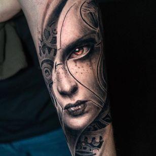 Tattoo by Darwin Enriquez #DarwinEnriquez #robottattoos #cyborgtattoos #robot #cyborg #AI #mechanical #machine #biomechanical #cogs #lady #ladyhead #portrait #realism #realistic