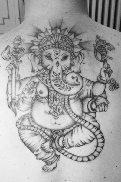 GANESH #ganesha #handtattoo #smile #tattooartist #ideatattoo #tattoocolors #tatoooftheday #blackandwithetattoo #photooftheday #minitattoo #cute #selfietattoo #tattooflash #fashiontattoo #fantasytattoo #inked #art #followme #tbt #firstpost #tattooitaly #tattoomilano #tattooistagram #tattoophoto #firsttattoo #picoftheday #freakshowparadisetattoo #gibitattoer #ganesh