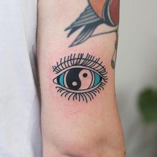 Tattoo by Patryk Hilton #PatrykHilton #YinYangtattoos #YinYang #Chinese #symbol #eye #illustrative