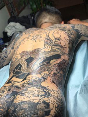 all shading and coloring by hand. in progress full backpiece Kongo Rikishi 背中 額 仁王 途中 ・ appointment via e-mail kensho@japantattoo.net ・ ・ ・ ・ #tebori #handpoke #horimono #irezumi #japantattoo #japanesetattoo #japaneseirezumi #wabori #traditionaltattoo #ink #inked #tattoo #tattoos #tattooed #tattoolife #tattooideas #tattooartist #tattooing #tattooart #tattootime #tattooedguys #tattoostyle #backpiecetattoo #irezumicollective #tattooculture #tatuaje #手彫り #刺青 #タトゥー  #和彫り