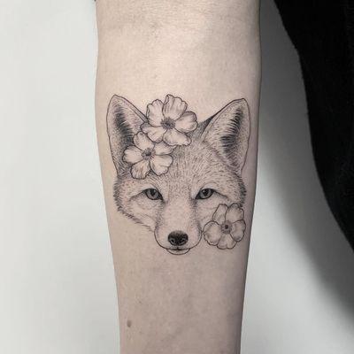 Tattoo by Michele Volpi #MicheleVolpi #foxtattoos #fox #animal #nature #illustrative #linework #fineline #detailed #flower #floral #blackwork #dotwork