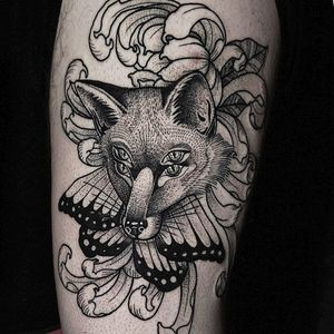 Tattoo by Hiralupe #Hiralupe #foxtattoos #fox #animal #nature #blackwork #dotwork #linework #butterfly #chrysanthemum #flower #floral #insect