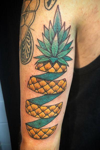 Pineapple split Stay sharp • • • • • #traditionaltattoos #tradtattoo #traditionaltattoo #boldwillhold #traditionalart #brightandbold #whipshaded #queenofhearts #tattoo #tattoos #sandiegotattooartist #sandiego #california #thorns #thorntattoo #elbowtattoo #northpark #hillcrest #cityheights #pineapple #geometric #sacredgeometry
