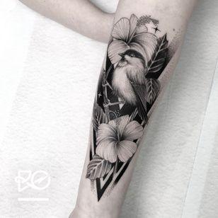 By RO. Robert Pavez • Sweet Willow Tit 2 • Done in studio ZOI TATTOO • Stockholm ?? 2019 #engraving #dotwork #etching #dot #linework #geometric #ro #blackwork #blackworktattoo #blackandgrey #black #tattoo #fineline