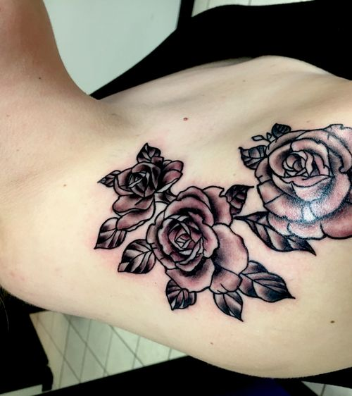 A really cool couple roses i rocked out on a cool chick. Check me out jonathan deutschmann on facebook or @jonthata2don on insta i live in clarksville tn and currently work in bowling green ky hit my line (9313784877) or send me a dm or pm on one of my accounts to get ahold of me defently check oit my work its work a gander 🤓👌✏️#blackandgrey #rosetattoo #neotradrose #roses #boldwillhold