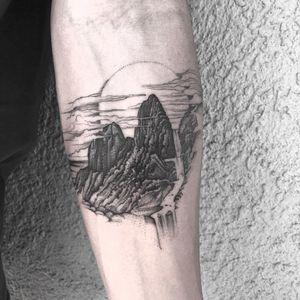 Tattoo by Marlon M Toney #MarlonMToney #moontattoos #moon #nature #illustrative #fineline