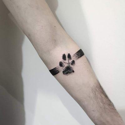 The black paw 🔥🖤 amy animal lovers? More works on my instagram: @nikita.tattoo #tattooartist #tattooart #blackworktattoo #blackwork #lineworktattoo #blackworker #inked #armband #armbandtattoo #armbands #pawtattoo #trashpolka