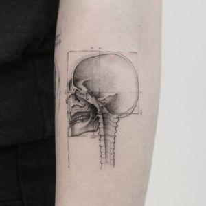 Done @truecanvas #tat #tats #tattoo #tattoos #ink #inked #inkedlife #freshlyinked #realism #realistictatto #skull #davinci #sketches #sketchbook #renaissance #genius #anatomy #drawing #thommesenink #vienna #truecanvas