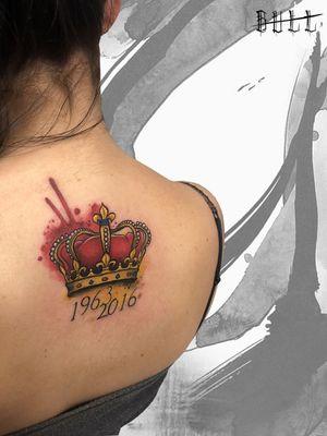 . ☎️ 328.3531237 | 085.2193270 ✉️ italian.style@hotmail.it 📍 Montesilvano, Via Gabriele D'Annunzio, 62 🌐 www.italianstyletattoo.com #tattoo2me #italianstyletattoo #watercolortattoo #watercolor #tattoowatercolor #thebesttattooartists #tattoofilter #txttooing #wctattoos #inkselection #txttoo #skinartmag #abstract #tattoo #equilattera #tatuatoriitaliani #wctattoos #thebestitaliantattooartists #thebestitaliantattooartist #brushstencil #tattooist  #crown #pescaratattoo #queen #corona #t2me
