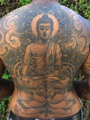 #buddha #mandala #geometrictattoo #backpiece #backpiecetattoo #thai #thailand #illustrative #drawing #blackandgrey #customtattoo #dotwork #ornamental #geometric #blackwork #blackworktattoo #japanese #japanesetattoo