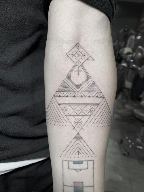 Tattoo by Scott Campbell #ScottCampbell #geometrictattoos #geometric #sacredgeometry #linework #fineline #tribal #dotwork #nativeamerican #bird #abstract #symbol