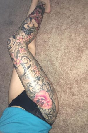 My leg sleeve is finally complete, I am so in love 😍😍😍 my sleeve done by the very talented Daniel Taylor from Nine Lives Tattoo Studio in Vermont #japanese #realism #neotraditional #legsleeve #Geisha #tiger #cobra #cherryblossom #rose #clock #key