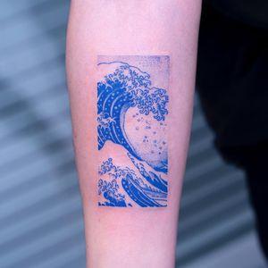 Tattoo by Oozy #Oozy #hokusaisgreatwavetattoo #hokusaitattoo #greatwavetattoo #wavetattoo #Japanese #ukiyoe #ukiyoeprint #ocean #greatwaveoffkanagawa