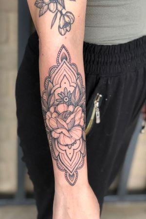 Rose mandala#rose#rosetattoo#mandala#mandalatattoo#blackwork##lasvegastattooartist#mta#floral#floraltattoo