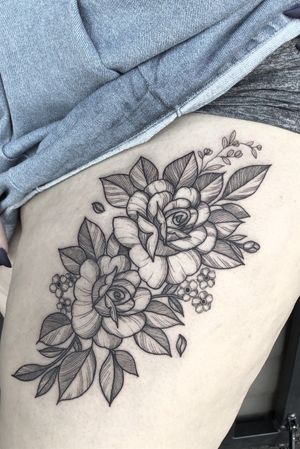 Roses on thigh #tattoo#tattooartist#rose#rosetattoo#lasvegastattooartist#floral#floraltattoo#mta