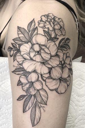 Floral half sleeve#peony#peonytattoo#carnation#carnationtattoo#hibiscus#floral#floraltattoo#lasvegastattooartist#mta