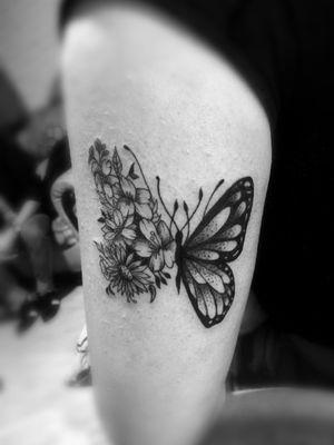 #tattoos #buterfly #flowers #blackandgreytattoo #inkedgirl #jaser #tattoo #ink #MexicoCity 🇲🇽