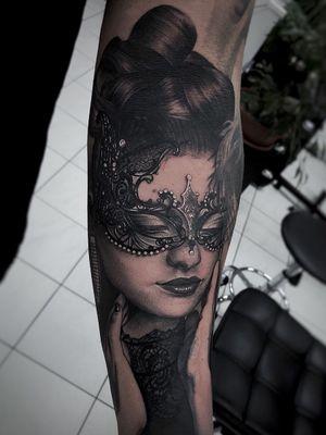 #girl #portait #Black #mask #realism